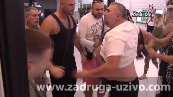 Miki Đuričić udara Vladimira Tomovića