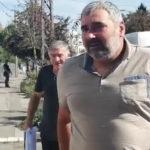 Miroslav Miki Đuričić се јавио на телефон, замолио је да га новинари не ометају јер има посла око храњенја свиња и одржавања домаћинства, не жели медијско експонирање