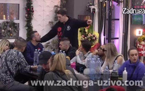 Zadruga 4: Vladimir Tomović udario na Kristijana Golubovića! (VIDEO)