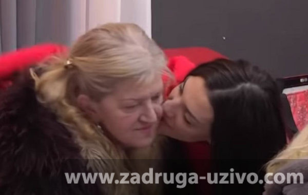 Tara Simov sa majkom Miroslavom
