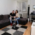 Supruga prevaranta repera Nenada Aleksića Ša otvorila vrata kamerama, pratili je celog dana, živi u svom stanu iz koga će otići reper (SNIMAK)